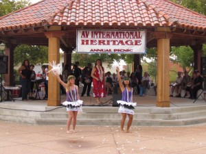 Hawaiin Dancers dazzle the crowd.