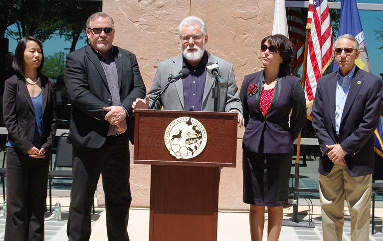 Lancaster Mayor R. Rex Parris held a press conference outside Antelope Valley courthouse Thursday morning to call for a mediator to settle ongoing differences between Lancaster and Palmdale.