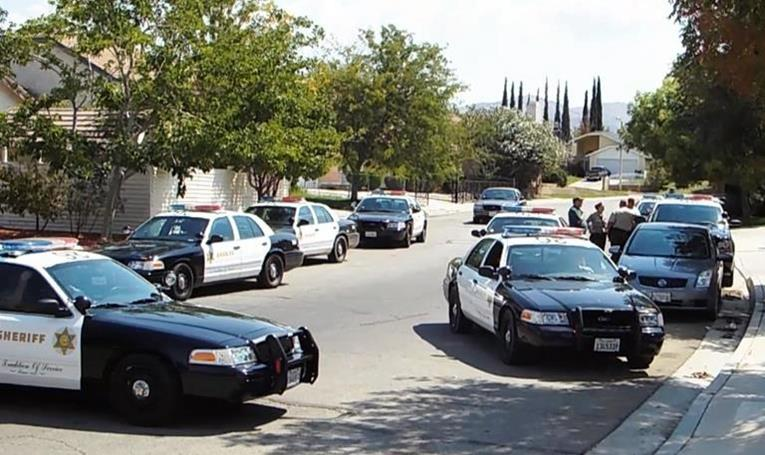 Deputies contained an east Palmdale neighborhood Monday afternoon and conducted a yard-to-yard search for three suspects who abandoned a stolen vehicle and then fled into the neighborhood. (Photo by LUIS MEZA)