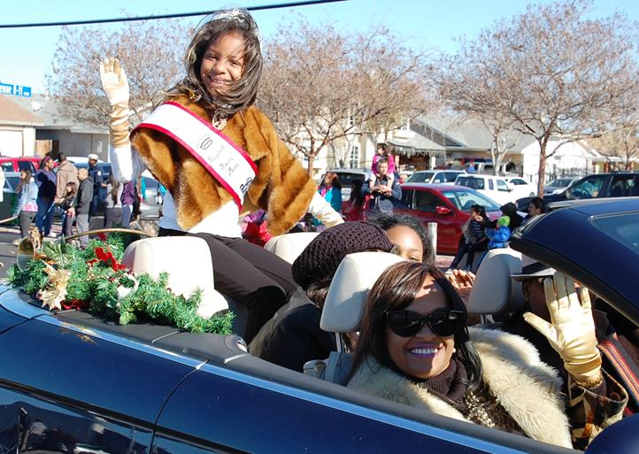 Young Miss Black Antelope Valley Elizabeth was all smiles on the parade route.