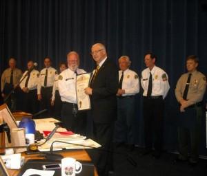 Volunteer on Patrol Dick Zahnter receives his award. (LASD)