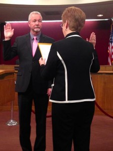 City Clerk Geri K. Bryan (right) administers the oath of office to newly-elected Councilman Ronald D. Smith. (JIM. E. WINBURN)