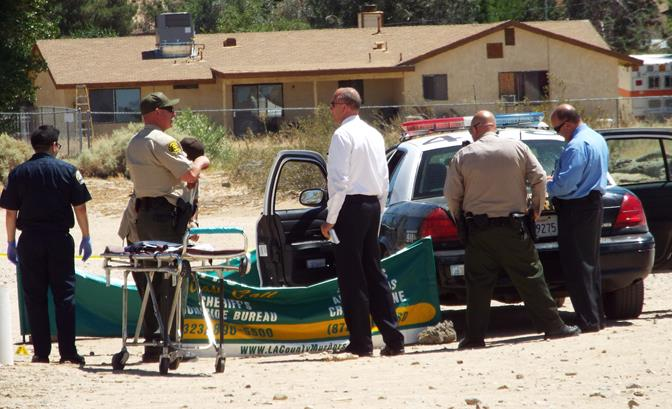 The unidentified man struggled with deputies before he was handcuffed and placed in the back seat of a patrol vehicle, where he became unresponsive. When paramedics arrived, they pronounced the man dead at the scene. (Photo by LUIS MEZA)