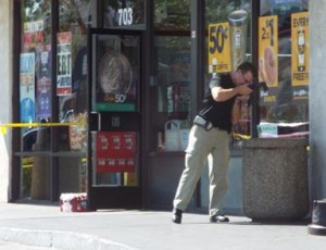 Witnesses said the assailant cleaned his hands with paper towels in the 7-Eleven and then tossed them in the trash outside the store. (LUIS MEZA)