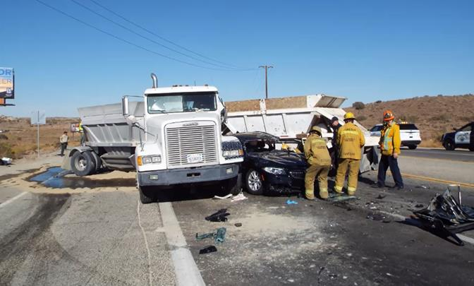 2 Big Rigs Bmw Collide On Pearblossom Hwy