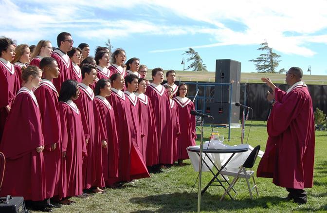 The Highland High School Travel Ensemble opened the program.