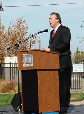 Mayor Jim Ledford urged to crowd to recognize the sacrifices made by veterans' families.