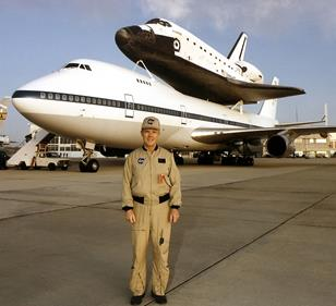 McMurtry poses in front of the NASA 747 Shuttle Carrier Aircraft with an orbiter on top. (NASA photo)