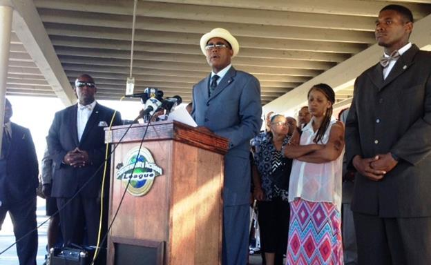 """Standing beside Yolanda Davis, mother of shooting victim Michael Davis, Ansar """"Stan"""" Muhammad, co-founder of the Community Action League, calls on the at-large suspect to surrender to authorities. (photo by Jim E. Winburn)"""