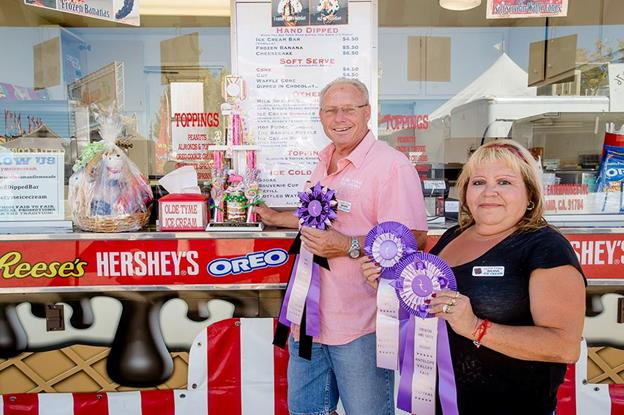 Grand Prize winners Mark Hill and his wife, Lori, of Olde Tyme Ice Cream. Their Hand Dipped Ice Cream Bar was chosen as the 2015 Best of Barn Appétit. (Image courtesy AV Fair)