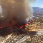 Brush fire scorches 800+ acres near 14 Freeway, 3 firefighters injured