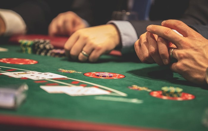 How To Greatly Improve Your Skills When Gambling Online